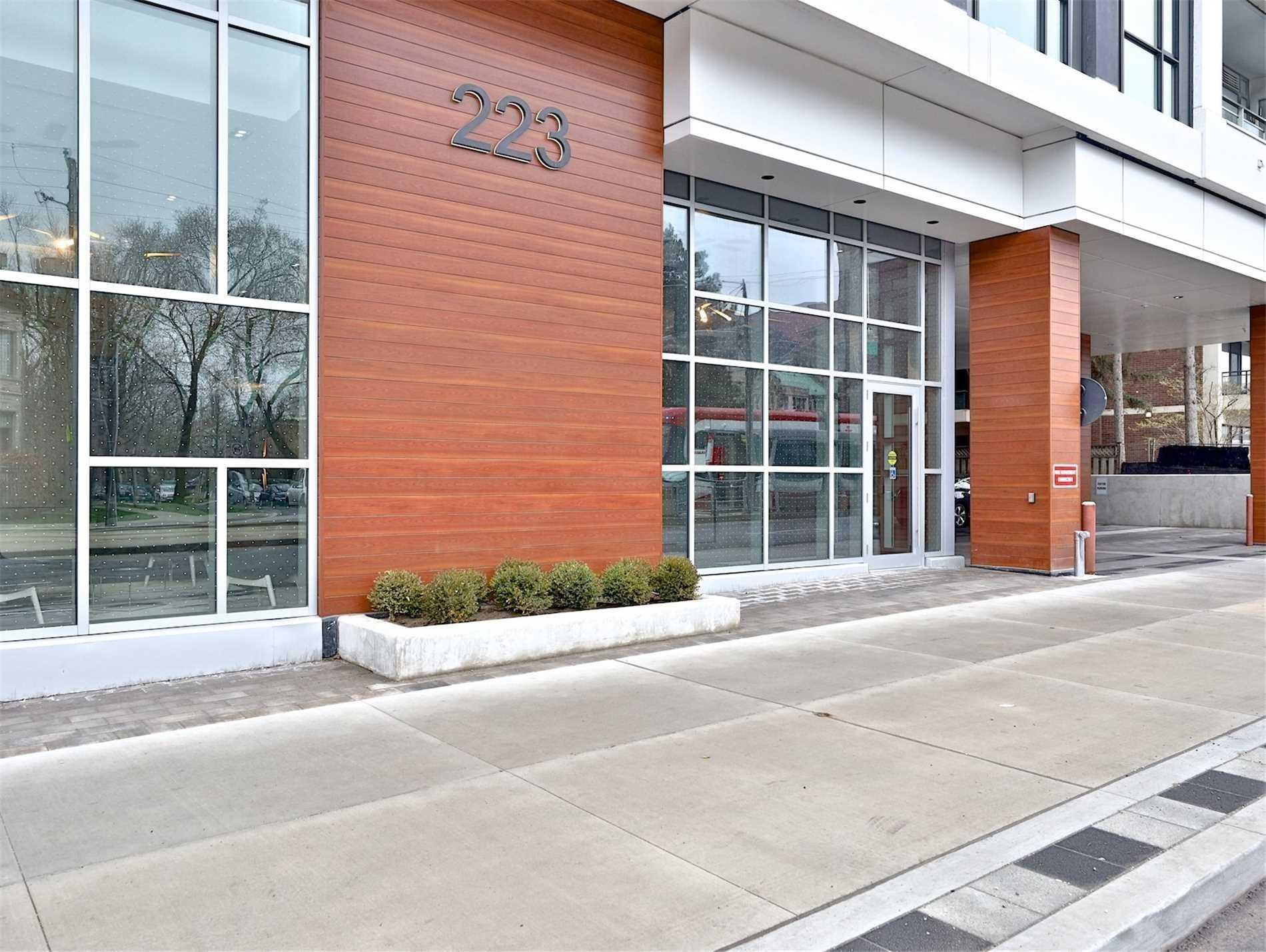 Th4 - 223 St Clair Ave W