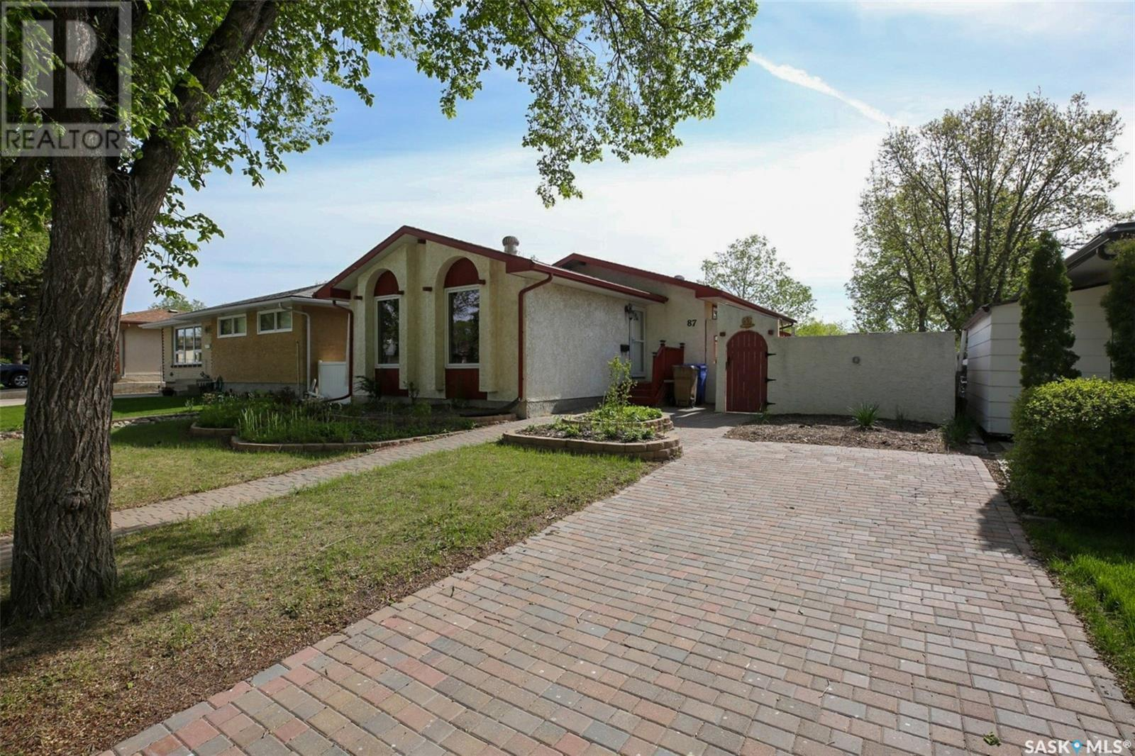 87 Kennedy Cres