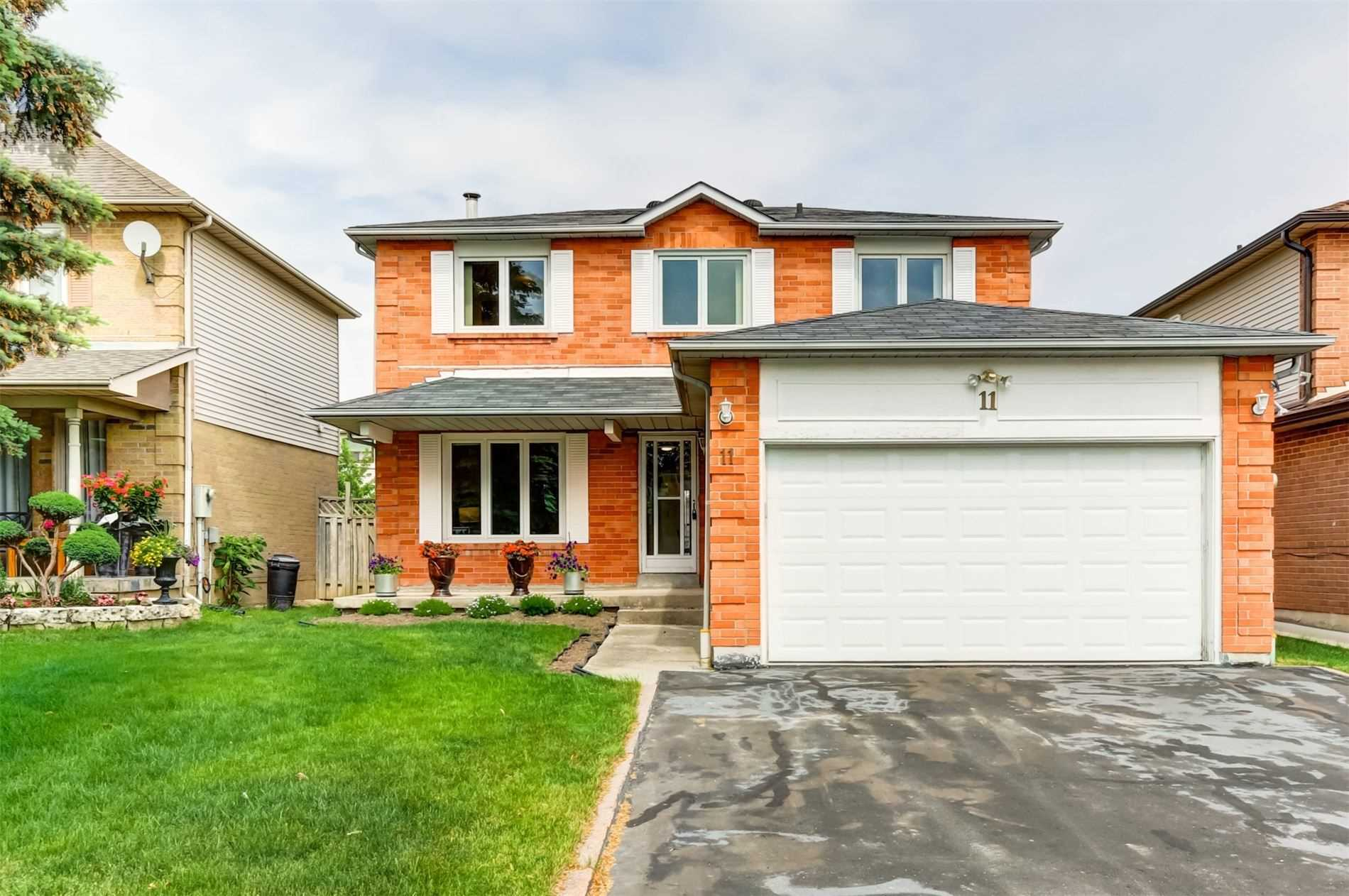 11 Valley Centre Dr