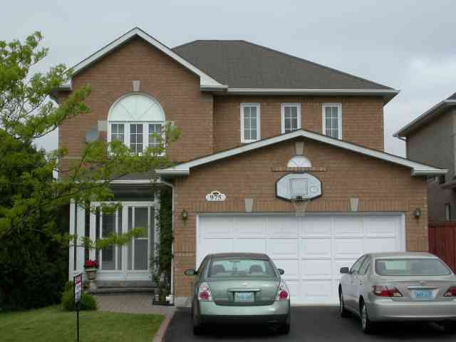 975 Mantle Cres